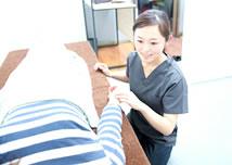 岡山市の美容鍼灸エステ キュア鍼灸サロンの問診風景